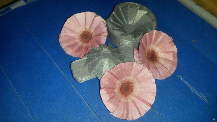 Flower crimper