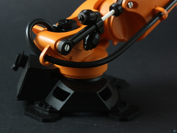 KUKA KR150 industrial robot scale model