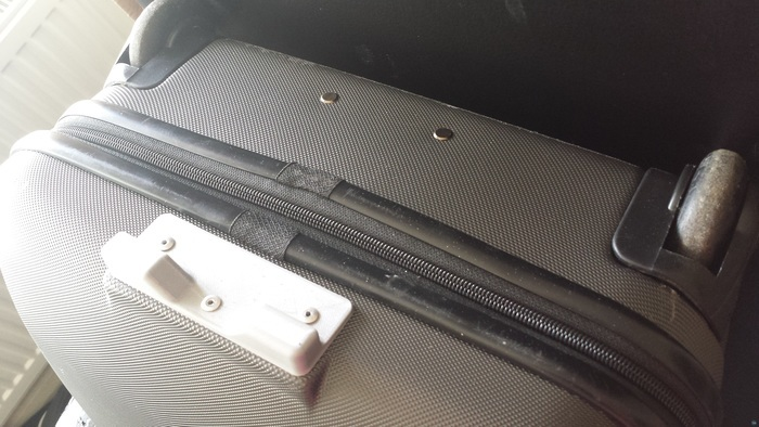 Suitcase foot plate