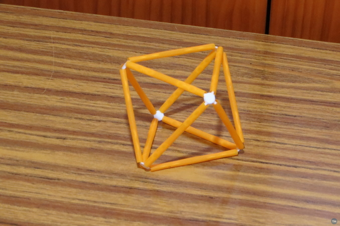 Conectores (o vértices) para montar poliedros con pajitas de beber refrescos