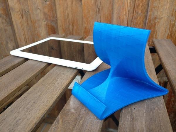 Spline tablet stand