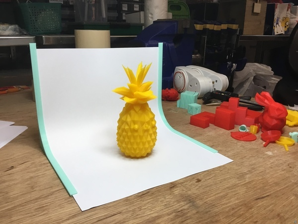 Background holding to make photos from a single object