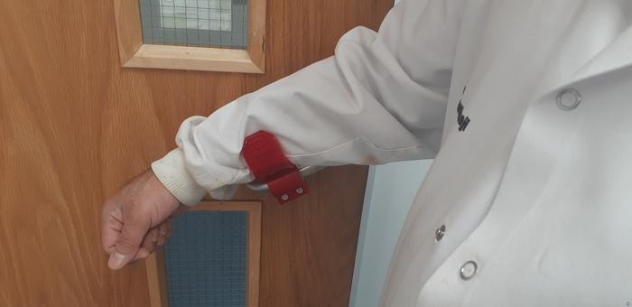 Handfree pull door handle adapter