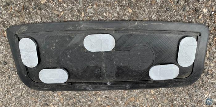 Tesla Model 3 AHK Nachrüstung: Das Loch in der Unterboden-Platte muss weg!