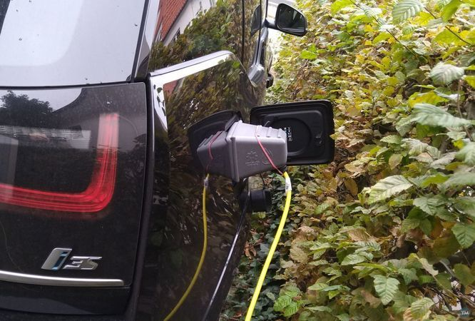 Charge port weather cover for BMW i3 / i3s (I01, Mega City Vehicle)