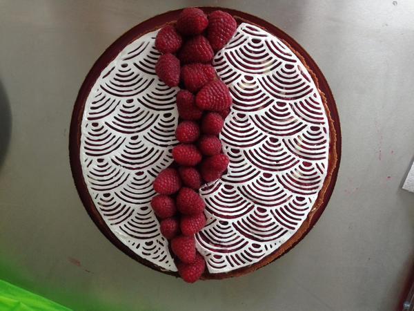 Food printing: japanese waves pattern for meringue pie