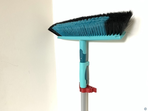 Broom holder (print in place)