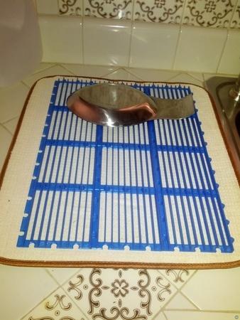 Interlocking grate tiles
