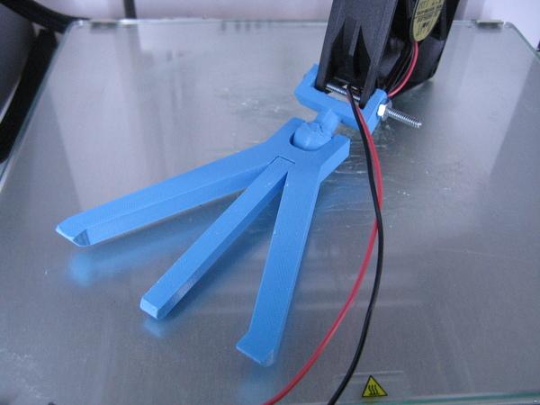 Useful 3D Printed Mini Tripod