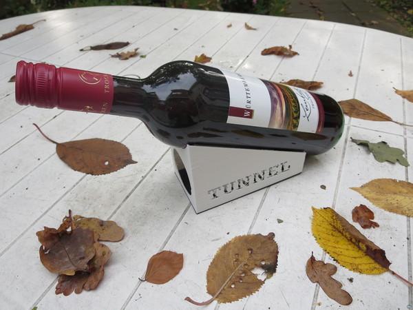 Wine bottle houlder