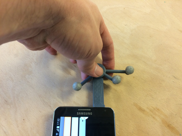 passive tracking device (WildFabOne) for Samsung Galaxy Note 3 by olivier gladin and romain di vozzo