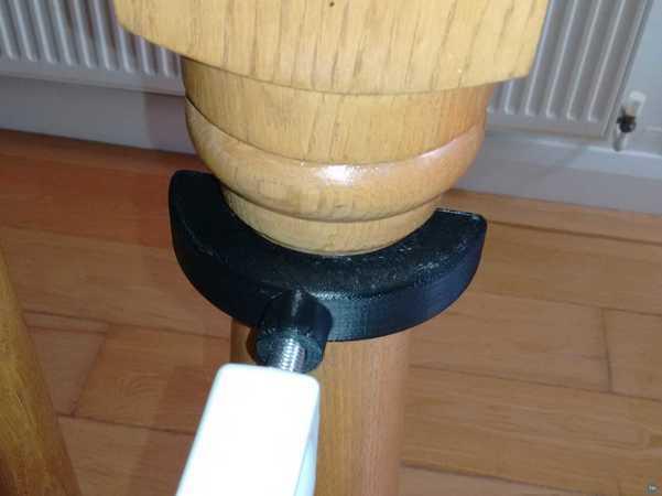 Baby gate round post adapter